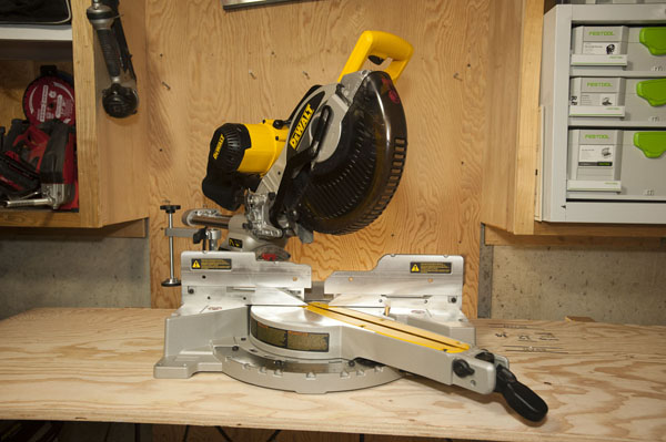 Performance and Reliability of The DeWalt DW717 Miter Saw